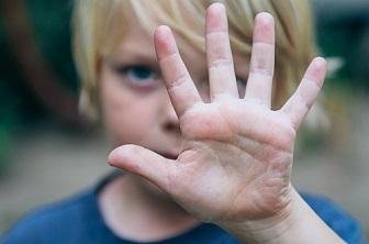 【手足口病】子供の夏風邪 ― かゆい水疱と発熱、髄膜炎のリスクも ― 症状と治療法