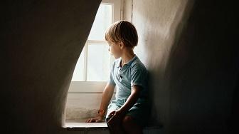 夫婦 孤独な子供時代
