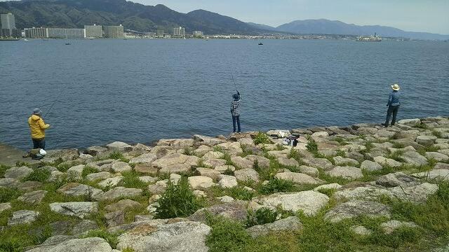 びわ湖クラシック音楽祭2日目の朝の湖畔 釣り